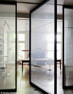 French By Design: House Tour : Marcelo Joulia Partition Door, Pivot Doors, Interior Architecture, Interior And Exterior, Building Architecture, Steel Doors And Windows, Big Doors, Front Doors, Glass Front Door