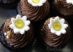 """""""What Will Baby Bee"""" Gender Reveal Party Cupcakes 