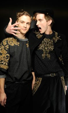 Haute Couture sweaters with embroidery on them. *huge grin* Pattern ref High Fashion, Fashion Show, Mens Fashion, Urban Fashion, T-shirt Broderie, Models Backstage, Gentleman, Fashion Details, Fashion Design