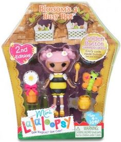 In Series 6, blossom is dressed up in a bee costume. She comes with a potted flower tied with a ribbon, a pot of honey with dipper, and her pet butterfly, with orange wings.
