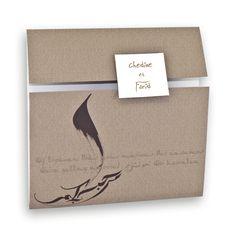 Faire-part mariage oriental : Pochette kraft & camel & dessin calligraphié J0039