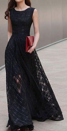 Black maxi dress ==