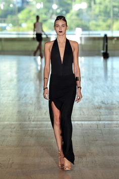 The only source for fashion, style and beauty - Vogue Australia Lisa Ho, Vogue Australia, Australian Fashion, Beautiful Outfits, Sydney, Yves Saint Laurent, Ready To Wear, Fashion Show, Runway
