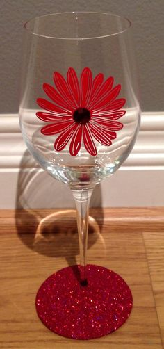 glitter daisy wine glass by glittersgalore on etsy 900 diy wine glasses glitter glasses