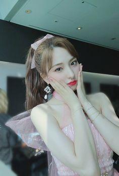 Yuehua Entertainment, Starship Entertainment, Xuan Yi, Cosmic Girls, Twitter, Kpop Girls, Korean Girl, Pretty Girls, Cool Girl