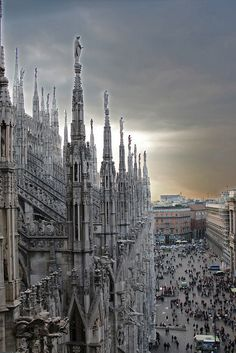 Sunset over the Duomo, Milan. /// Damn it, i should have been there already!! x(