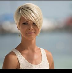 when i see all these popular short bob hairstyles hair cuts it always makes me jealous i wish i could do something like that I absolutely love this short bob h Short Hair Cuts For Women, Medium Hair Cuts, Medium Hair Styles, Short Hair Styles, Short Cuts, Cool Short Hairstyles, Short Haircuts, Hairstyle Short, Pixie Hairstyles