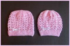 I am really enjoying making baby hats at the moment .................  I have written two versions for thisdesign ~ one with a gart...