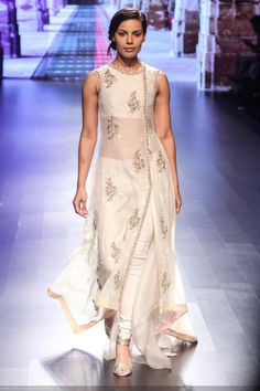 Deepti Gujral walks the ramp for designer Anushree Reddy on Day 3 of the Lakme Fashion Week 2016 held in Mumbai. LFW Day Anushree Reddy Photogallery at ETimes Salwar Designs, Kurti Designs Party Wear, Pakistani Dresses, Indian Dresses, Indian Outfits, Indian Designer Outfits, Designer Dresses, Indian Designers, Look Fashion