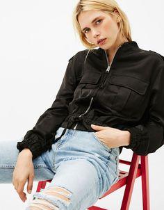 Blusão cetim cintura ajustável - Sobretudos e casacos - Bershka Portugal