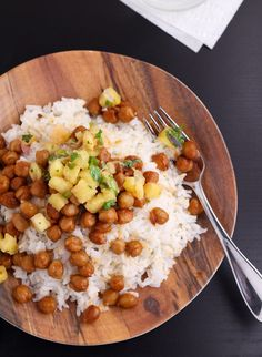 Recipe for very simple, vegan teriyaki chickpeas. Serve over rice and top with homemade pineapple salsa. It's an easy dish that's great for dinner.