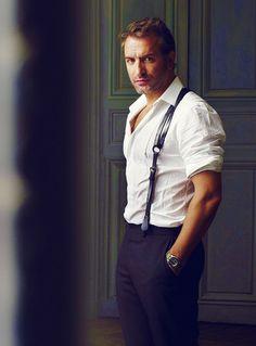 I think this is relevant to @Jessie Barrett Weaver 's interests? suspenders, Jean Dujardin