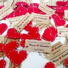 Lembrancinhas da Meire, chaveiros de coração em feltro ❤ Produto à venda aqui: www.elo7.com.br/worspitenoivas 👉 Álbum Lembrancinhas . . . #lembrancinhanoivado #lembrancinhaworspitenoivas #lembrancinhas #casamento #wedding #coracaoarame #lembrancinhacasamento #arame #chaveiro #casamento #noivado #savethedate #noiva2016 #chabar #casoem2017 #casamento2017 #noivade2017 #noiva2017 #noivaansiosa