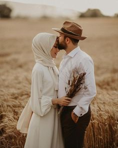 What is Special about Digital Wedding Photography? Muslimah Wedding Dress, Muslim Wedding Dresses, Muslim Brides, Wedding Hijab, Wedding Party Dresses, Hijab Bride, Wedding Cakes, Pre Wedding Poses, Pre Wedding Photoshoot
