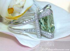 Impressive Green Amethyst Ring with Diamonds » Juwelier Schmucktraeume.com