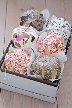 18 Ideas For Diy Paper Christmas Decorations Simple Diy Christmas Paper Decorations, Paper Christmas Ornaments, Diy Christmas Tree, Simple Christmas, Christmas Music, Christmas Baubles To Make, Diy Christmas Decorations Easy, Christmas Balls, Winter Christmas