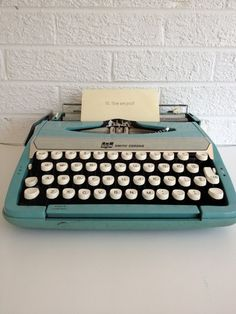 Vintage Smith Corona Turquoise Typewriter - Corsair Deluxe.I've always wanted one!!