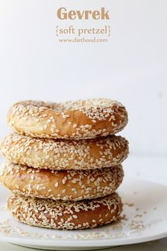 Gevrek - Soft Pretzel - chewy, yet soft bread-treat shaped into a ring, dipped in honey and water, topped with sesame seeds Bagel Dip, Sesame Bagel, Yummy Treats, Yummy Food, Macedonian Food, Food Tags, Soft Pretzels, Bread And Pastries, Bread Baking