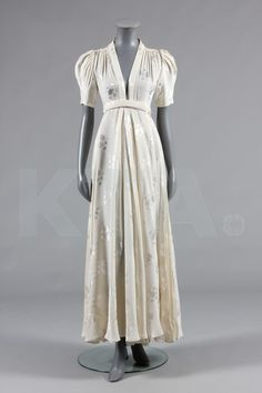 Ossie Clark ivory damask 'Bridget' dress, early labelled 'Quorum', with plunging neckline, wrap-over skirt with knife-pleated side panels 70s Fashion, Fashion History, Vintage Fashion, Vintage Outfits, Vintage Dresses, Ossie Clark, Clarks, Vestidos Retro, 70s Mode