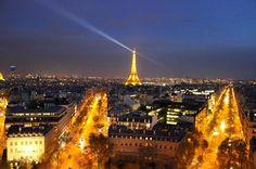Do alto do Arco do Triunfo avistamos o esplendor da cidade de Paris e o ícone a Torre Eiffel França. #paris #frança #france #europe #europa #tourist #tourism #vacation #ferias #viagem #trip #travel #photooftheday #fotododia #youtube #youtubechannel #patriciaviaja #city #arcodotriunfo #arcoftriumph #arcdetriomphe #toureiffel #torreeiffel #eiffeltower