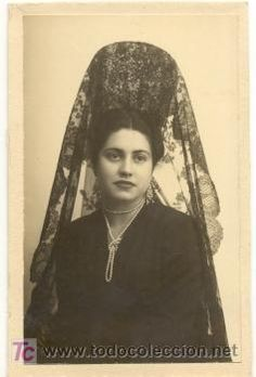 Bonita foto: elegante joven señorita con preciosa mantilla y peineta - Ramirez de Arellano, Sevilla  (Fotografía Antigua - Tarjeta Postal)
