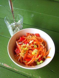 Kääpiölinnan köökissä: Sweet n sour Kinds Of Salad, Carrots, Salads, Vegetables, Sweet, Food, Candy, Essen, Carrot