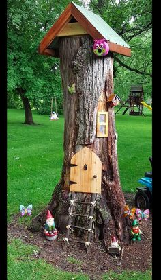Backyard Nisse / Elf Tree House Best Picture For DIY Fairy Garden For Your Taste You are looking for Fairy Tree Houses, Fairy Garden Houses, Gnome Garden, Garden Trees, Gnome Tree Stump House, Fairies Garden, Tree House Designs, Tree Trunks, Garden Crafts
