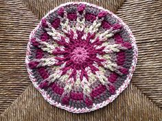 Ravelry: chitweed's Chocolate Covered Cherry potholder. Pattern available on Ravelry , free.