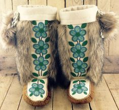 Turquoise Flowers on White Stroud on Hand Tanned Moose Hide Mukluks with Coyote Faux Fur. Size 10.5 Women's / 9 Men's / 26.2 cm