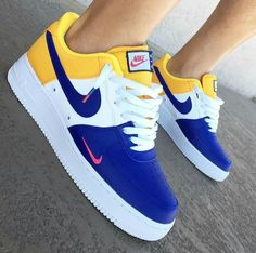 Shop Women's Nike size Sneakers at a discounted price at Poshmark. Description: BRAND NEW IN BOX W/ tags All sizes available! Dm for more info 🔥🔥🔥💧👟. Sneakers Mode, Sneakers Fashion, Shoes Sneakers, Green Sneakers, Nike Fashion, Fashion Shoes, Mens Fashion, Sneaker Outfits, Nike Outfits