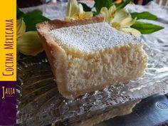 Si te gusta el queso y buscas un bocado dulce y esponjoso que llevarte a la boca, este pastel de requesón mexicano te va enamorar. Apunta los ingredientes y ponte manos a la obra.Ingredientes