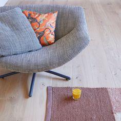 Combo Design is officieel dealer van Label!  ✓Gigi fauteuil makkelijk bestellen ✓ Gratis offerte aanvragen ✓ Altijd de scherpste prijs Ottoman, Armchair, Label, Chairs, Furniture, Design, Home Decor, Lounge Chairs, Sofa Chair