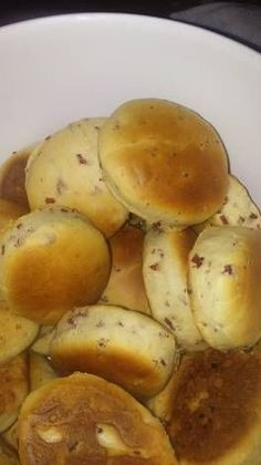 Pancitos saborizados (salame,paleta y queso) Empanadas, Argentina Food, Venezuelan Food, Salty Foods, Dessert Cake Recipes, Pan Dulce, Tasty, Yummy Food, Pan Bread