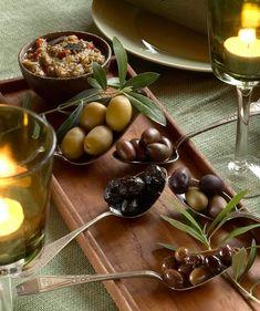 Napsitko oliivit sellaisenaan vai marinoituna? Kokosimme oliiviruokien klassikot ja muut ihanat ideat oliivien hyödyntämiseen - Kotiliesi.fi Tapenade, Gouda, Starters, Feta, Pudding, Fruit, Desserts, Tailgate Desserts, Deserts