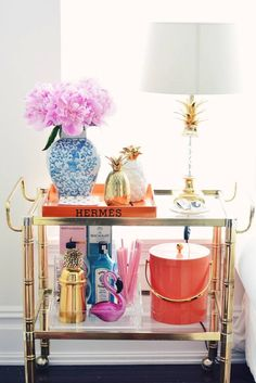 Bar Cart Style, decor, inspiration, and styling! Bar Ideas for home. Home Bar Decor, Bar Cart Decor, Home Decor Items, Bandeja Bar, Gold Bar Cart, Bar Cart Styling, Home Modern, Modern Homes, Best Decor