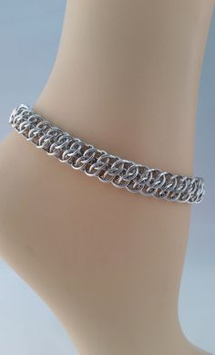 GSG Chainmaille Anklet Bright Aluminum Anklet by TheArmorersWife Wire Wrapped Earrings, Wire Earrings, Wire Wrapped Pendant, Jewelry Making Beads, Wire Jewelry, Gold Jewelry, Handmade Jewelry, Anklet Designs, Ring Designs