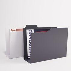 Enrico Zanolla ontwierp Folder, geïnspireerd op het folder pictogram uit Windows Verkenner. Een fantastische plek om je kranten en magazines te bewaren. Folder is lasergesneden uit één stuk metaal. Lekker eenvoudig dus.