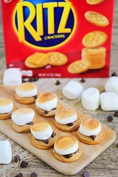 [Sp] Marshmallows are the new superfood! With protein-packed peanut butter and buttery RITZ crackers, these s'mores will give you the energy to carry you through the day. Yummy Snacks, Yummy Treats, Delicious Desserts, Sweet Treats, Snack Recipes, Dessert Recipes, Yummy Food, Healthy Snacks, I Love Food