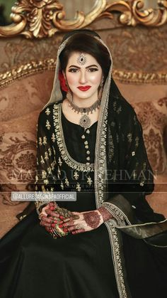 Pakistanische Braut Make-up Artist - Allure Salon und Spa Salon Karachi Asian Wedding Dress Pakistani, Pakistani Bridal Makeup, Bridal Mehndi Dresses, Pakistani Formal Dresses, Bridal Dress Design, Pakistani Dress Design, Pakistani Wedding Dresses, Indian Wedding Outfits, Nikkah Dress