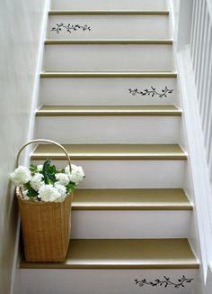 Treppe schön dekorieren Wandtattoos weiße Farbe