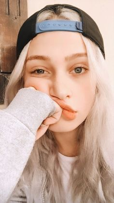 Snapchat Selfies, Future Daughter, Vintage Cartoon, Son Luna, Art Drawings Sketches, Aesthetic Iphone Wallpaper, People Like, Tik Tok, Girl Pictures