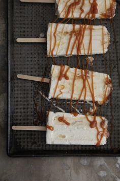 Karamellis - uten iskremmaskin - Mat På Bordet Waffles, Food And Drink, Ice Cream, Cheese, Baking, Breakfast, Desserts, Glass, Decor