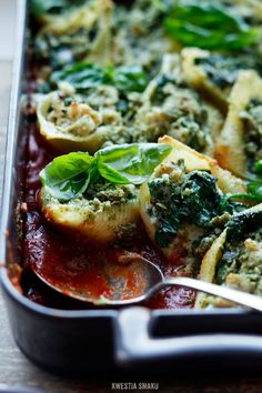 Pasta Shells Stuffed with Spinach, Gorgonzola and Minced Chicken Breast