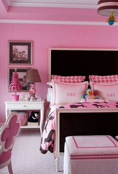 I would love to do my girls room like this but they can't keep anything clean.