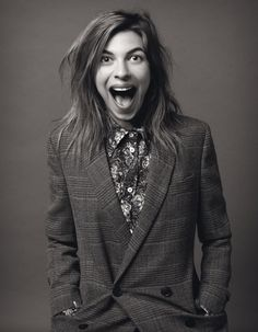 Tonks look like very good on this photo. It's fantastic Natalia Tena, Famous Women, Woman Crush, Harry Potter, Black And White, People, Tv Series, Films, Style