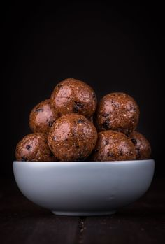 Hot Cross Bun Bliss Balls. Because four ingredients and little time is more my style. Free from gluten, grains, dairy, egg and refined sugar. Enjoy.