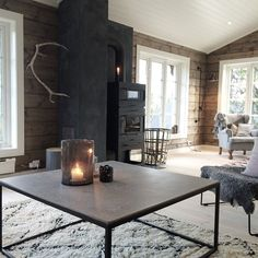 ~ store vinduer slipper sommeren inn... #telemarkhytter #storeble Farmhouse Interior, Rustic Farmhouse, Modern Log Cabins, Cabin Fireplace, Cabin Chic, Cottage Renovation, Style Deco, House On The Rock, Log Cabin Homes
