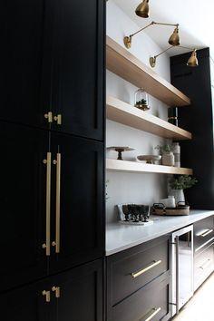 Farmhouse kitchen ideas with black kitchen cabinets. Farmhouse kitchen decor to try in Modern Kitchen Design, Interior Design Kitchen, Home Design, Kitchen Designs, Modern Design, Black Kitchens, Home Kitchens, Pantry Design, Black Cabinets