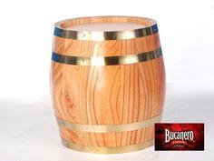 CERVEZA BUCANERO TE DICE ¿Cómo puedo enfriar un barril de cerveza? Un barril de cerveza para un evento viene de maravilla, pero no hay nada peor que una cerveza caliente. Coloca el barril dentro de otro recipiente más grande y cubre de hielo a ¾ partes del barril por lo menos un día antes. Con esto lograrás que la cerveza este fría y lista para servirse. www.cervezasdecuba.com