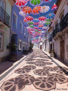 #Arte pubblica semplice e coloratissima, per animare l'estate nella città portoghese di #Águeda #Portogallo